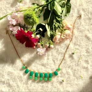 Kate Spade Emerald and Gold Necklace. ⭐️